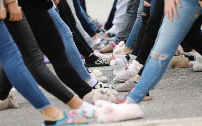 A clase en zapatillas de estar por casa para visibilizar la violencia contra la mujer