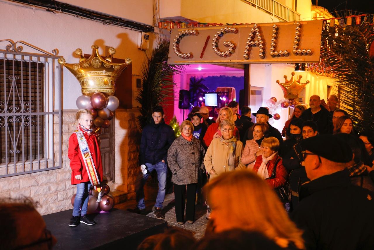 Las reinas y damas de las fiestas de l'Alfàs protagonizan la Nit d'Albaes