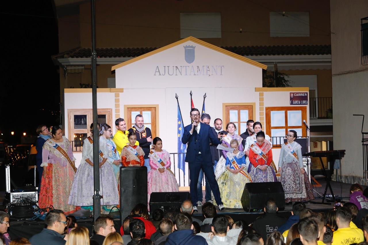 Pablo Bloom da inicio a las fiestas de l'Alfàs con un divertido pregón ante más de un millar de personas