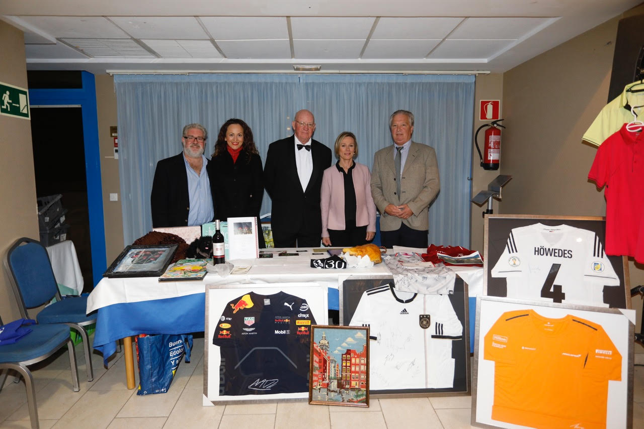 La comunidad internacional de l'Alfàs recauda más de 10.000 euros para la Fundación Make a Wish