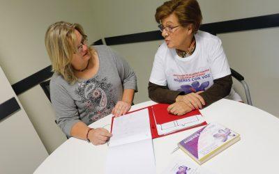 L'Alfàs del Pi y 'Mujeres con voz' lanzan un curso de auxiliar de geriatría para colectivos en riesgo de exclusión
