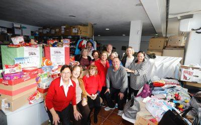El Voluntariado Social de l'Alfàs del Pi recibe una donación de productos navideños