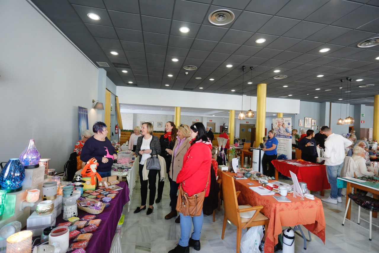 El Forum Mare Nostrum acogió un mercadillo navideño solidario a cargo de Spiritual Foundation