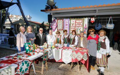 La Asociación de Jubilados de l'Albir celebra su jornada de convivencia navideña con un mercadillo solidario