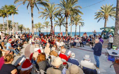 La Iglesia Anglicana de l'Alfàs del Pi lleva el espíritu navideño a la orilla del Mar Mediterráneo