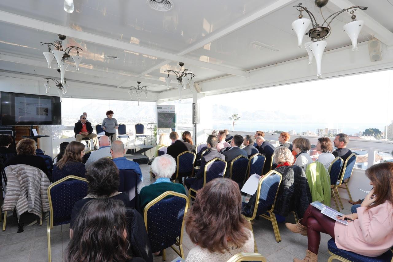 L'Alfàs reúne a empresarios de salud e investigadores de la UA para hablar de los retos del sector