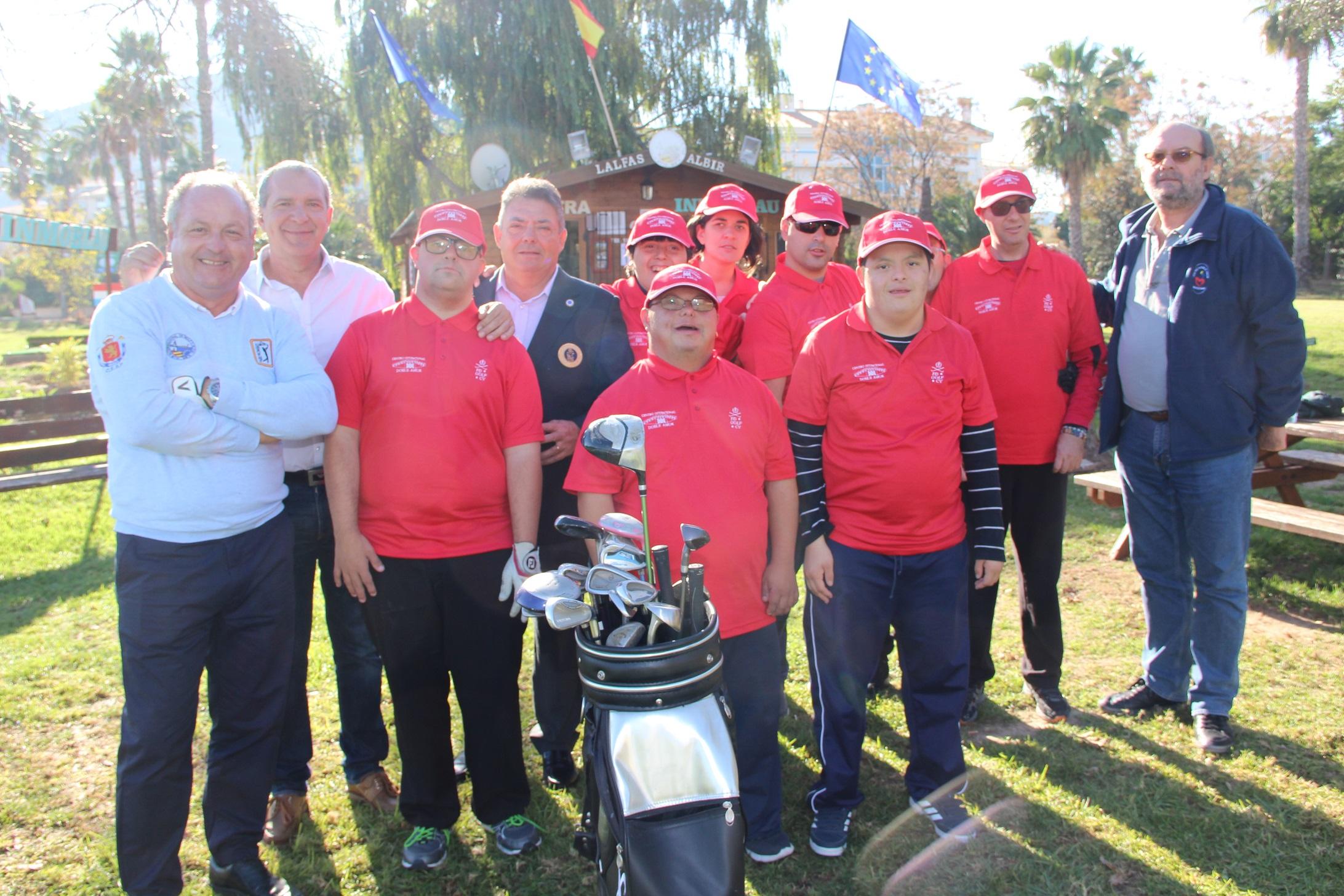 Hoy ha comenzado el curso de Golf para los alumnos del Centro Ocupacional y de Ocio comarcal Doble Amor