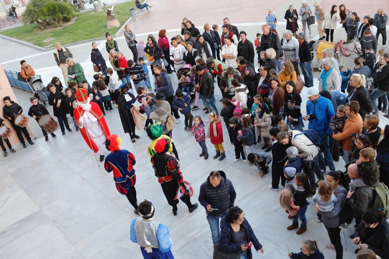 L'Alfàs recibe la visita de San Nicolás antes de partir hacia Holanda