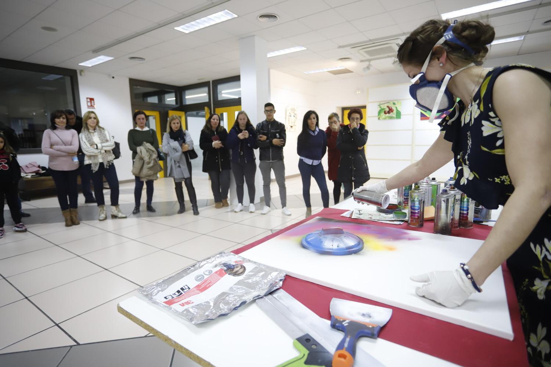 La artista búlgara Sezi expone en la Casa de Cultura de l'Alfàs
