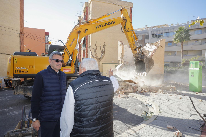 Urbanismo elimina el Centro de Transformación de la Plaza Lescar ampliando el espacio útil de la zona
