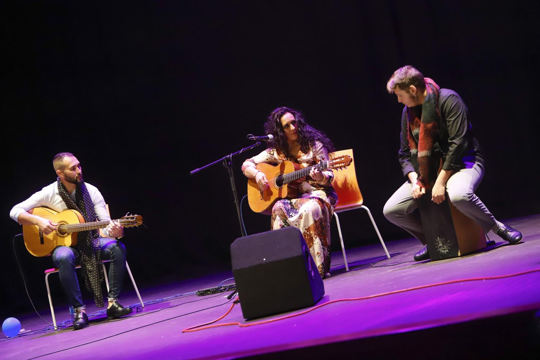 La Casa de Cultura de l'Alfàs del Pi se emociona con el flamenco más solidario de la mano del Rotary Club