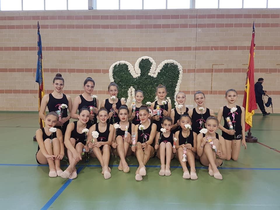 La gimnasia rítmica de l'Alfàs del Pí empezó la temporada en un festival de homenaje a las víctimas de un atentado en Santa Pola.