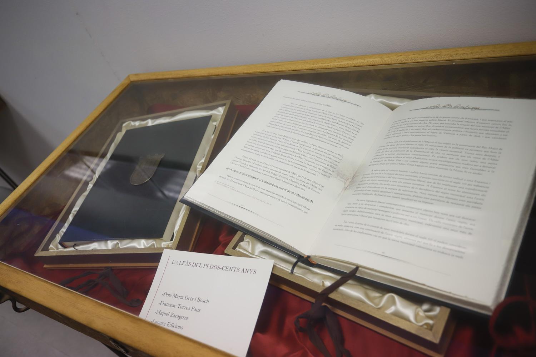 La Fundación Frax de l'Alfàs reúne en una exposición 'les cartes pobles' de los municipios de la Marina Baixa