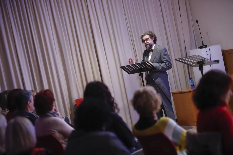 Sergio Sempere ofreció un recital poético centrado en la obra de Juana de Ibarbourou y Delmira Agustini