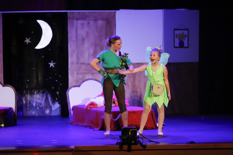 La Casa de Cultura de l'Alfàs del Pi se convirtió en Nunca Jamás con la representación de Peter Pan