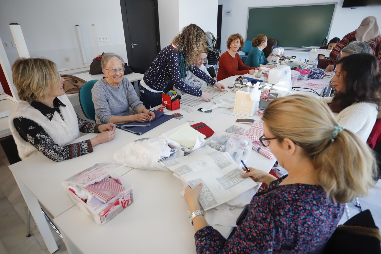 El curso de Costura Creativa de Pangea llega a su ecuador con otro éxito de participación