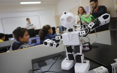 Mini drones y sketch robótico, protagonistas del taller del MICE desarrollado en l'Alfàs del Pi