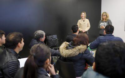 Un total de 30 personas asisten a los cursos de español organizados por Pangea
