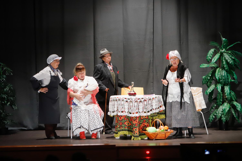 La Asociación de Amas de Casa de l'Alfàs abre la decimoséptima Mostra de Teatre