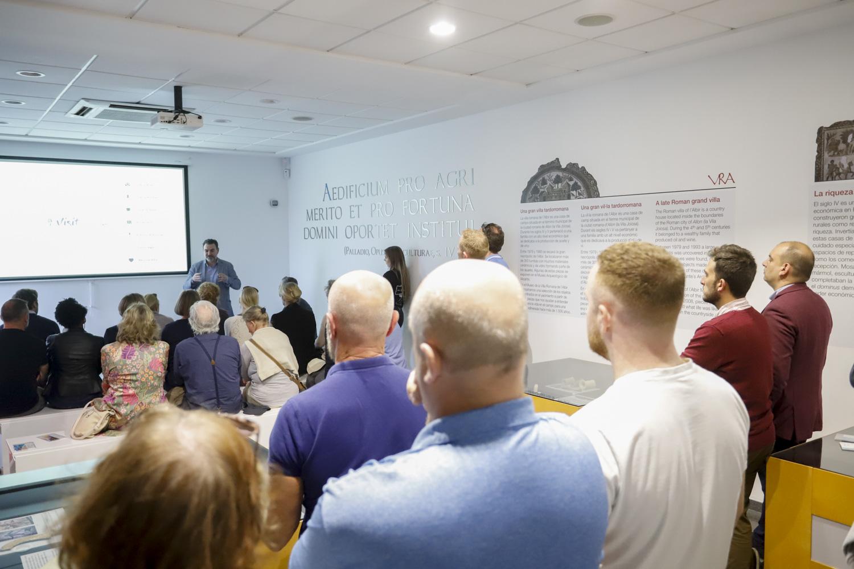 El colectivo We Love Albir presenta en el Museo Villa Romana de l'Albir la web 'Visit Albir'
