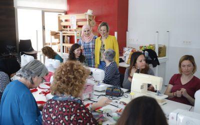 Pangea organiza un curso de costura con máquina de coser