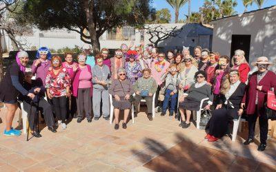 Una treintena de mayores participa en los talleres de Carnaval que organiza el área de Colectivos
