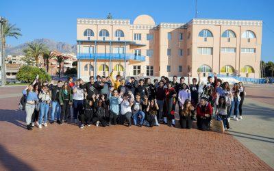 Más de medio centenar de jóvenes de l'Alfàs visitaron el IX Salón del Manga y Cultura Japonesa de Alicante