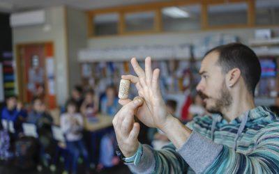 Tres centenares de escolares participan en los talleres de magia impartidos en los tres CEIP alfasinos