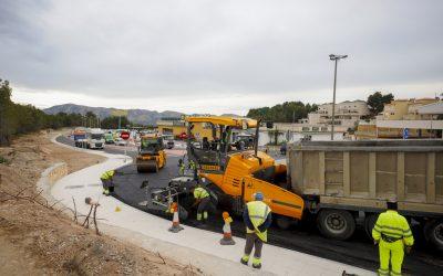 A punto de finalizar las obras de la rotonda de entrada a la urbanización San Rafael