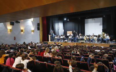 La Banda Juvenil de La Lira ofrece un concierto pedagógico para cerca de 350 estudiantes de l'Alfàs
