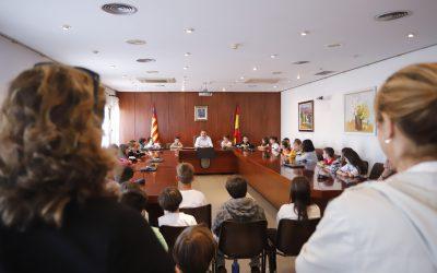 Estudiantes del Veles e Vents visitan el Ayuntamiento de l'Alfàs del Pi