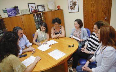 El Ayuntamiento de l'Alfàs y la asociación Huellas Borradas de Mujer renuevan su colaboración