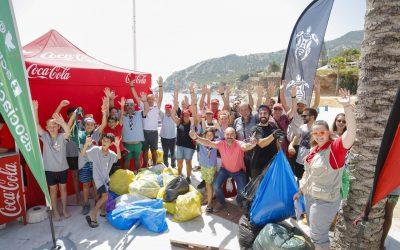 Más de medio centenar de personas retiran 60 kilos de residuos del litoral de la Serra Gelada