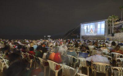 El Cine en la playa sigue siendo una de las secciones favoritas del público
