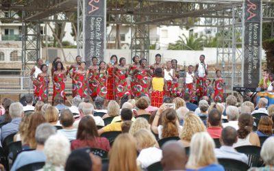 El Coro BeningBé y las sociedades musicales de Benissa y La Lira brillan en la clausura del Festival de Cine