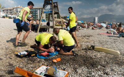 Simulacro de los servicios de vigilancia y socorrismo en la playa del Racó de l'Albir
