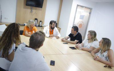 El Alcalde de l'Alfàs de Pi visita Reuma sol para conocer su nueva apuesta por el turismo saludable y  accesible