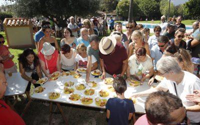 """Mas de 300 personas han participado en el """"World Paella Day"""" celebrado en  l'Alfàs del Pi"""