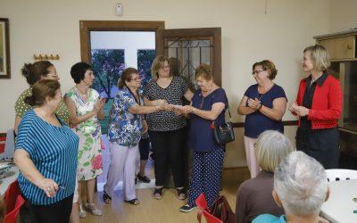 Las y los jubilados del Hogar del Pensionista de l'Alfàs colaboran con la Asociación Española contra el Cáncer