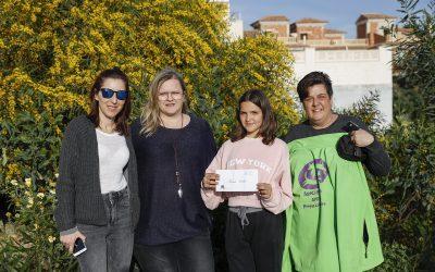 María Cortés dona su premio del Concurso Artístico Semana de la Mujer a APPA Protección Animal