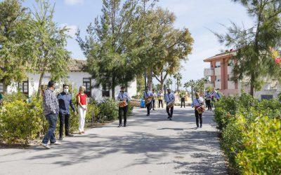 L'Alfàs conmemora el 9 d'octubre con un pasacalle por las principales calles del casco urbano