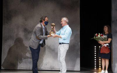 El actor Carlos Hipólito premiado con el Pi d'Honor de la 19 Mostra de Teatre de l'Alfàs