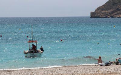 L'Alfàs inicia el balizamiento de su  playa y las calas