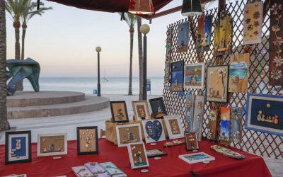 Ya se ha instalado la Feria de Artesanía en la playa Racó de l'Albir