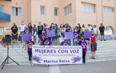 L'Alfàs acogió una concentración contra la violencia de género convocada por Mujeres con Voz