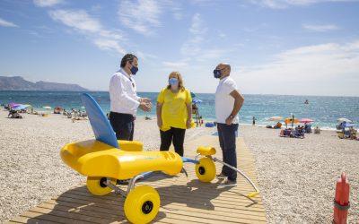 L'Alfàs activa el punto accesible de baño en la playa Racó de l'Albir