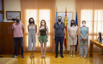 El Ayuntamiento de l'Alfàs renueva su colaboración con la asociación Huellas de Mujer