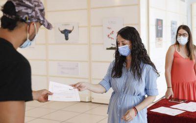 Juventud entrega los certificados de manipulador de alimentos a los asistentes al curso