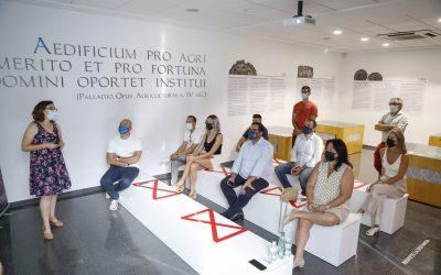 L'Alfàs del Pi acogió una  reunión informativa para que las  empresas locales se adhieran a las iniciativas de la Ruta del Vino de  Alicante