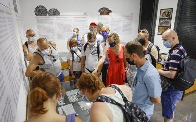 La Villa Romana de l'Albir recibe la visita de un grupo de turistas belgas